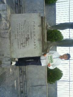 レオニダス像の足にタ〜ッチできました!